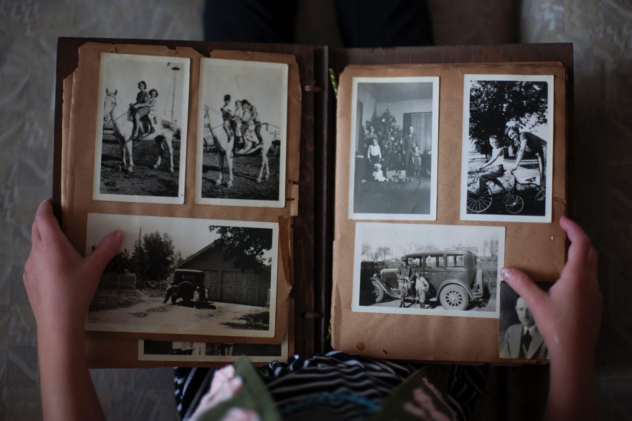 fotoksiążka ze zdjęciami jako prezent na podziękowania dla rodziców na weselu